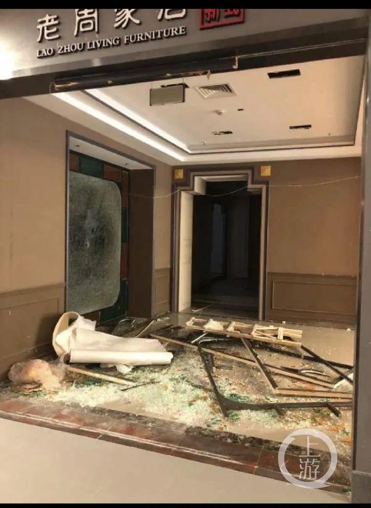 8月3日,上海青浦区,吉盛伟邦家具村展厅内部分商铺已被拆毁。/上游新闻记者 时婷婷
