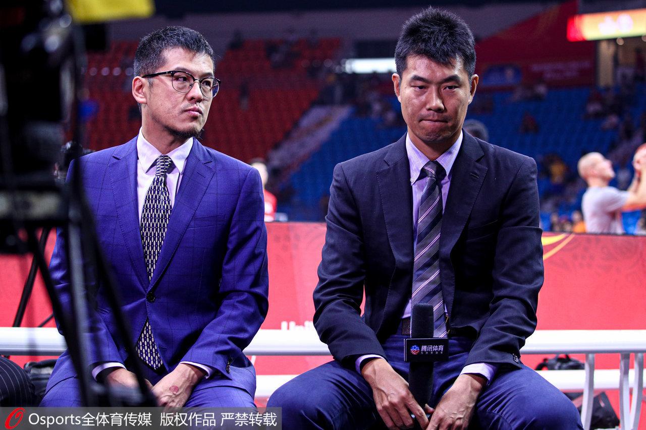 看着中国男篮世界杯落败,王仕鹏泪洒转播席。