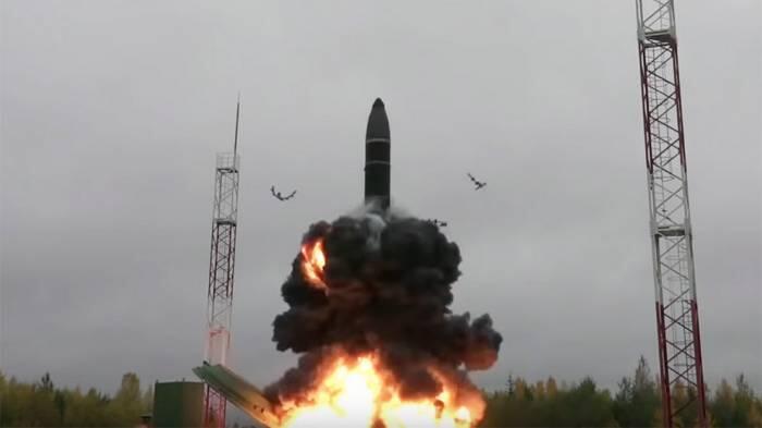 """俄罗斯""""亚尔斯""""洲际导弹发射画面"""