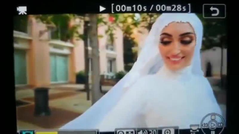 黎巴嫩新人拍婚纱照时爆炸冲击波袭来 新郎拉起新娘就跑