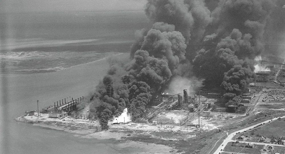 1947年的得州硝酸铵爆炸事故。摄影:Carl E. Linde