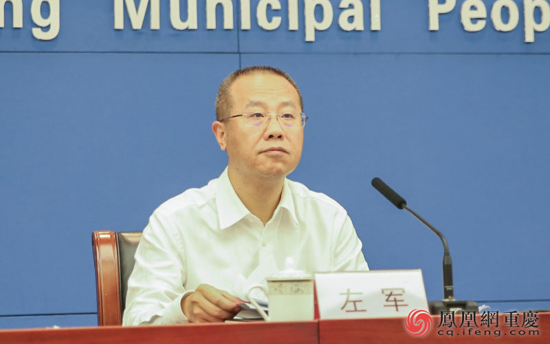 石柱县委副书记、县政府县长左军介绍相关情况。