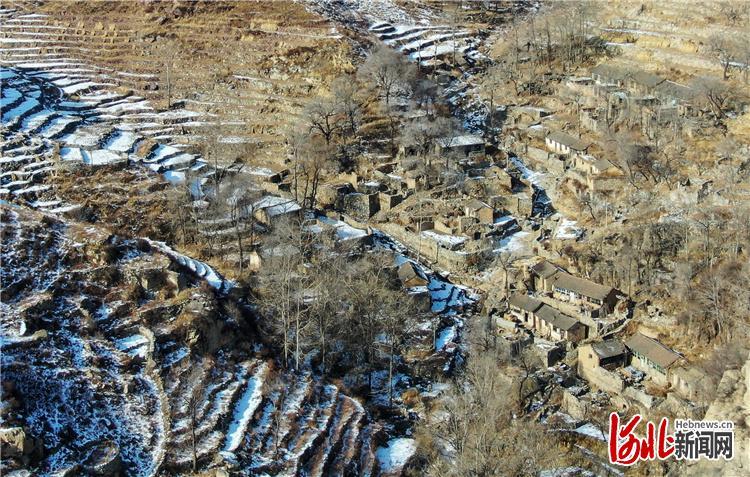2020年1月18日拍摄的阜平县炭灰铺行政村的城市安自然村。这个村子位于太行山深处,搬迁前,村民外出要走一个多小时的山路才能见到山里的小公路。 河北日报记者赵海江摄