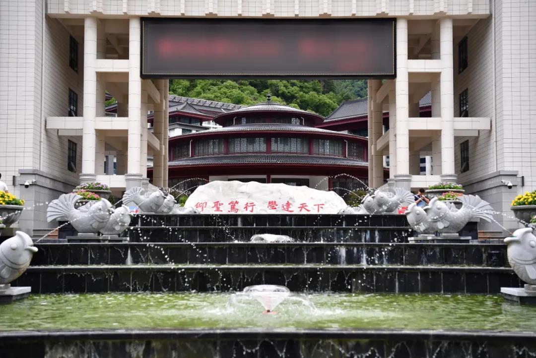 【搜索引擎优化工具】_削掉真山造假山瀑布群,陕西一贫困县投资7.1亿建豪华校园
