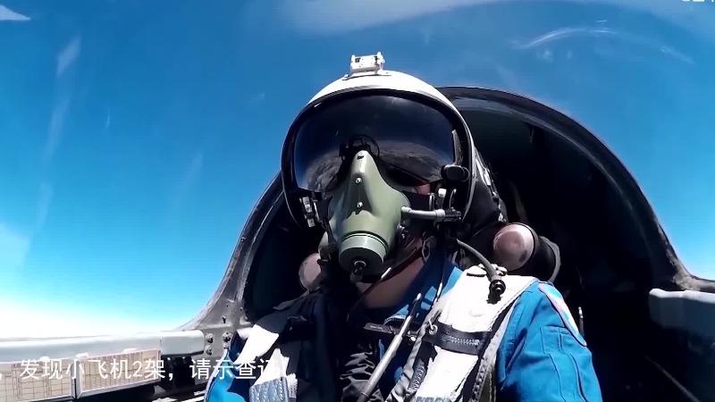 """发现两架""""外机"""" 南部战区演练空军战机升空双语喊话驱离"""