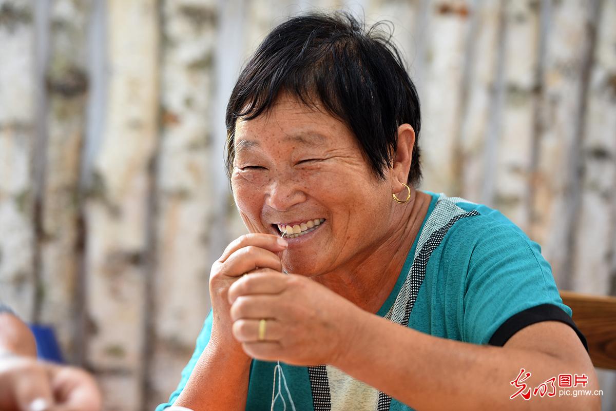 【幸福花开新边疆】鄂温克族:太阳花开 小彩珠串起致富彩虹