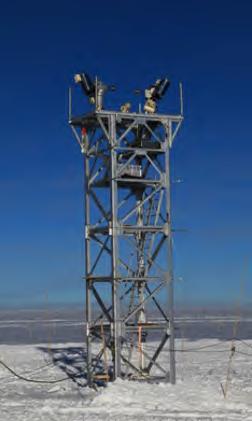 一对昆仑望远镜和塔架 (图片来源:商朝晖)