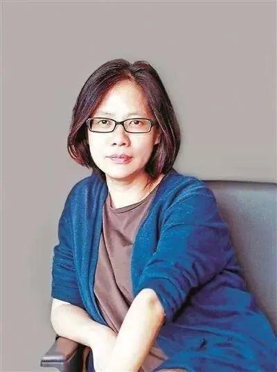 毛尖,作家,华东师范大学教授,著有《非常罪 非常美:毛尖电影笔记》《当世界向右的时候》《例外》等。