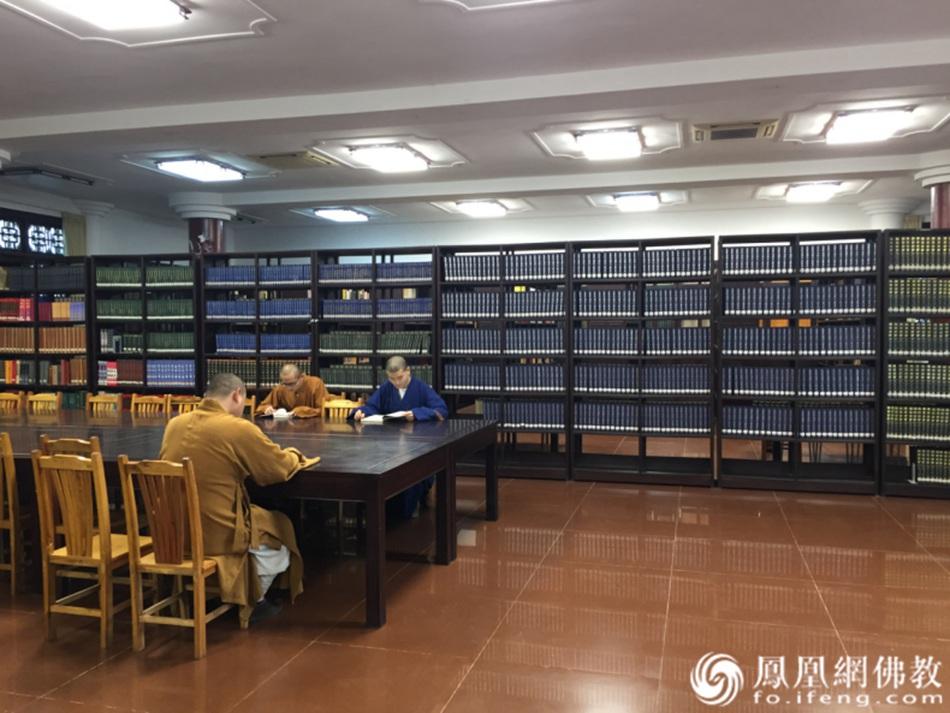 学院图书馆(图片来源:凤凰网佛教 摄影:广东佛学院曹溪学院)