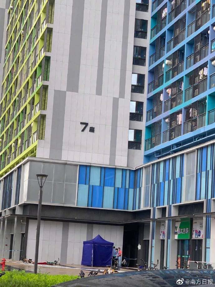 【火车票改签要手续费吗】_广东佛山一小区惊现分尸?警方通报来了