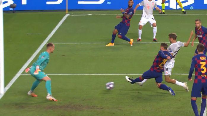 踢疯了!基米希传中,穆勒抢点破门,拜仁4-1巴萨
