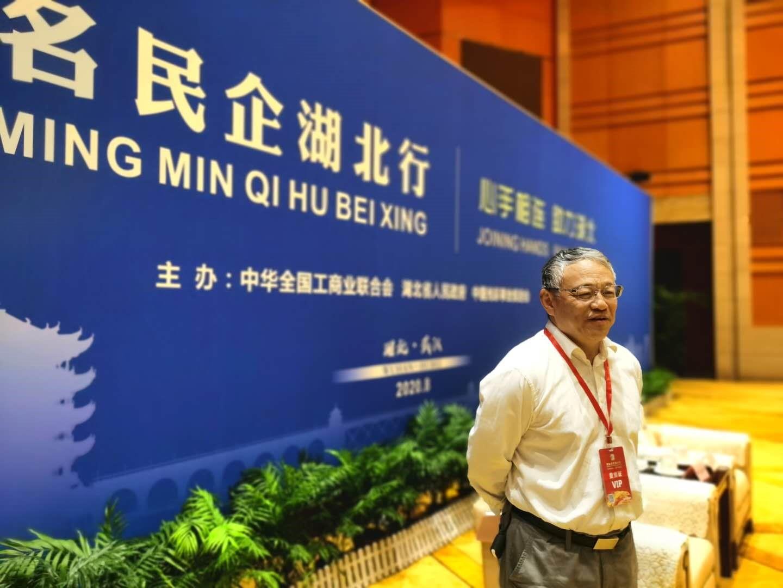 图注:武汉当代集团创始人艾路明接受凤凰网财经采访