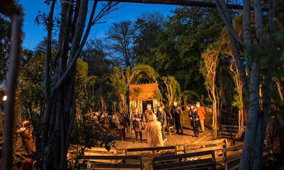 柳树环球剧院自2006年起就开始举办户外演出。摄影:Tchad Blake