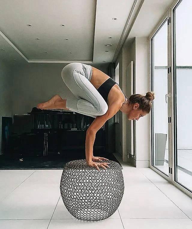 瑜伽吧,它让你柔软且有力量