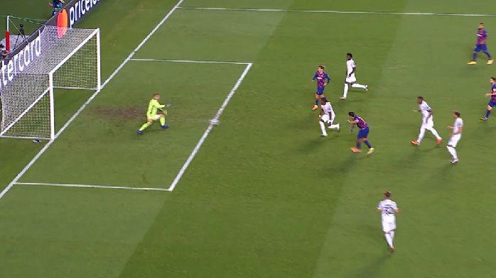 苏亚雷斯扣球过掉博阿滕后抽射破门,巴萨扳回一球
