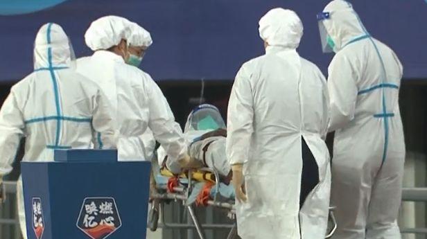 严格防疫,马里身穿防护服被送去医院