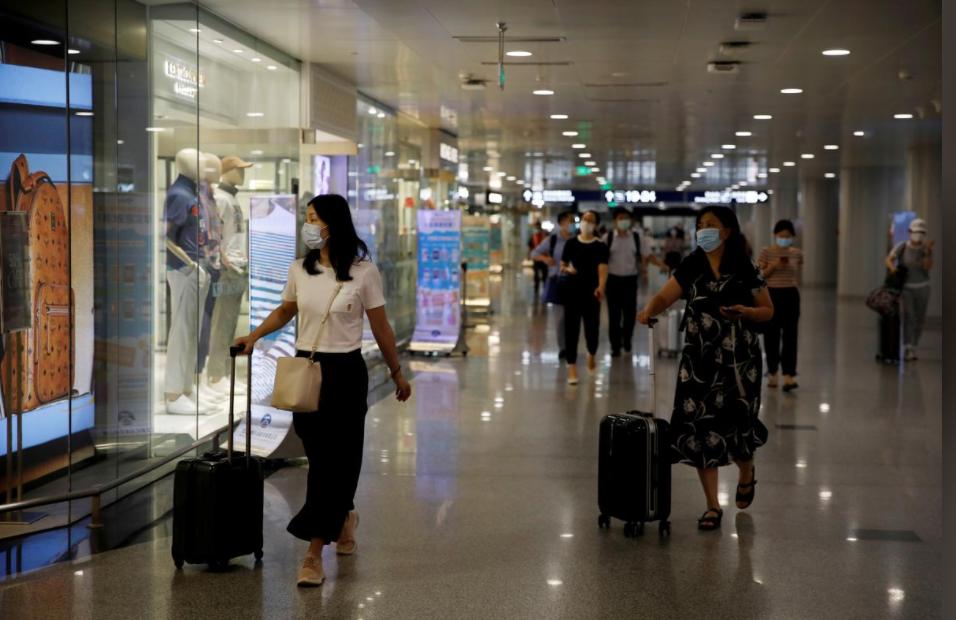 2020年7月22日,北京首都国际机场内的旅客