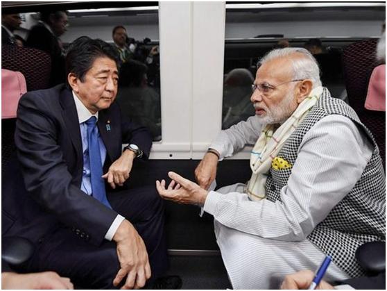 日本首相安倍晋三(左)和印度总理莫迪 资料图
