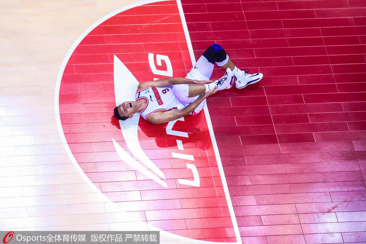 易建联的跟腱断裂,倒在了总决赛的舞台。