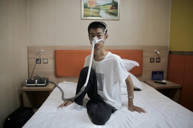 """【程雪柔公交车vip】_""""庞贝病""""男孩考上南开大学:每月花5万多买药,晚上戴呼吸机睡觉"""