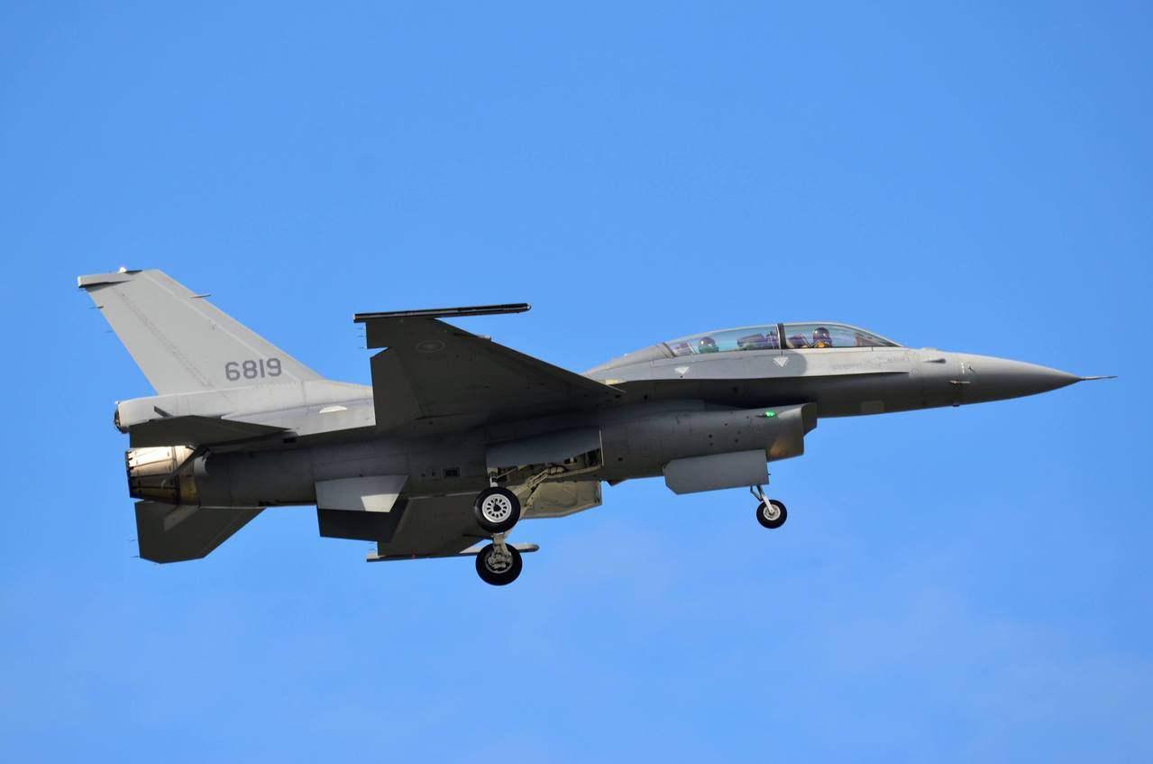 台湾F16V匹敌歼20? 专家:夸大其词缺乏基本常识
