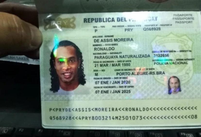小罗的假护照国籍变成了巴拉圭。