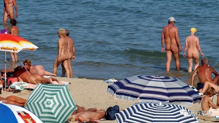 法国裸体村 Cap d'Agde的海滩 图片来源:法国媒体 Midi Libre