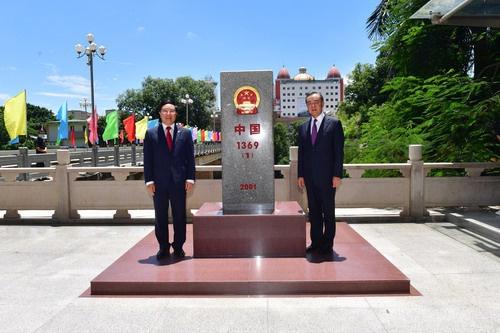【搜索引擎研究】_王毅同越南外长共同查看中越边界界碑