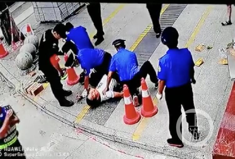 【汕头亚洲天堂】_四川阆中城管暂扣物品起冲突,店主倒地执法人员受伤