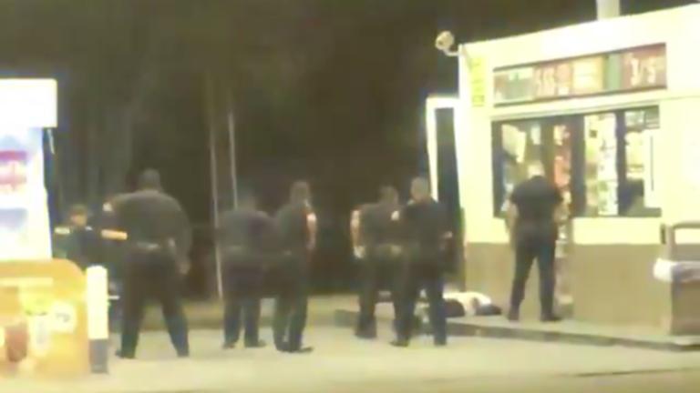 【方琼简历】_又一个弗洛伊德?美警察连开十多枪击毙黑人男子 民众抗议示威