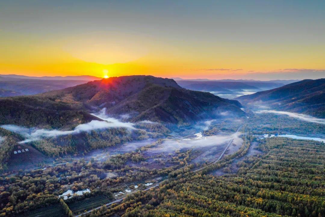 """""""东方小瑞士""""火了!这座小城,藏着中国最美的秋天"""