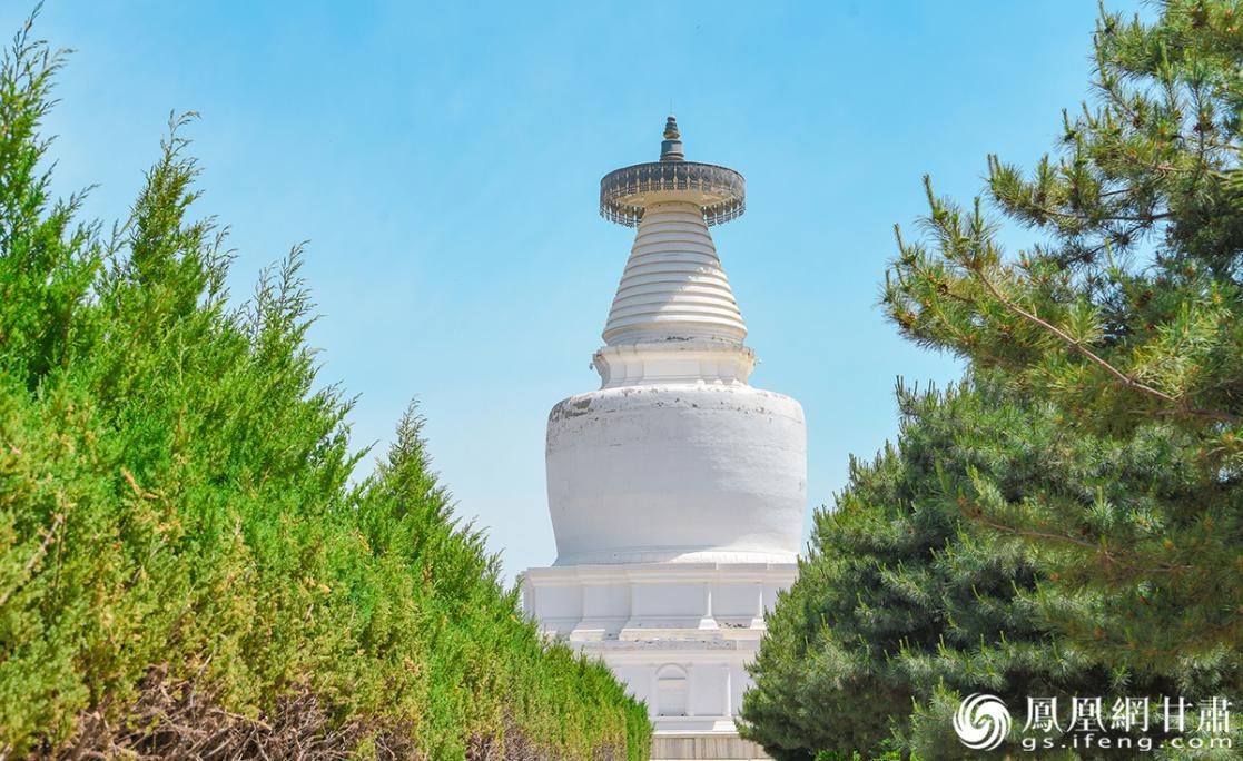 白塔寺景区内复原的大塔 杨艺锴 摄