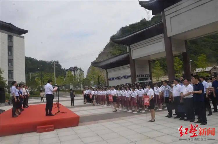 新镇安中学投入使用仪式  图据镇安广播电视台