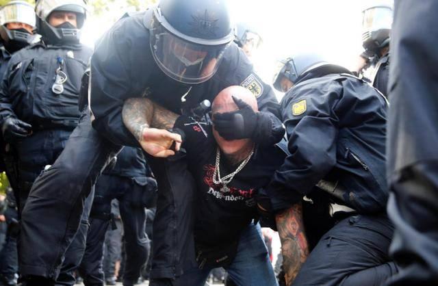 【广安快猫网址】_一天申报5100场游行,德国防疫引发大规模抗议,英、法同样不太平