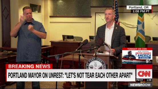 """被特朗普骂""""傻子""""后,波特兰市长骂了回去:""""是你制造了仇恨!"""""""