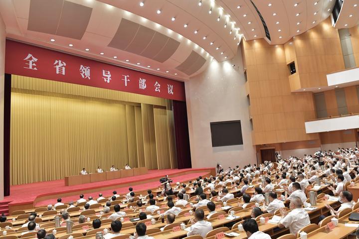 9月1日,全省领导干部会议在省人民大会堂召开。记者 梁臻 摄