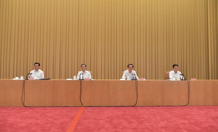 9月1日下午,省委召开领导干部会议,宣布中共中央关于浙江省委主要领导职务调整的决定。记者 梁臻 摄