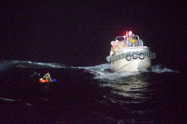 【长沙楼凤验证】_载有43名船员和5800头牛,驶往中国的货轮在东海遇难沉没