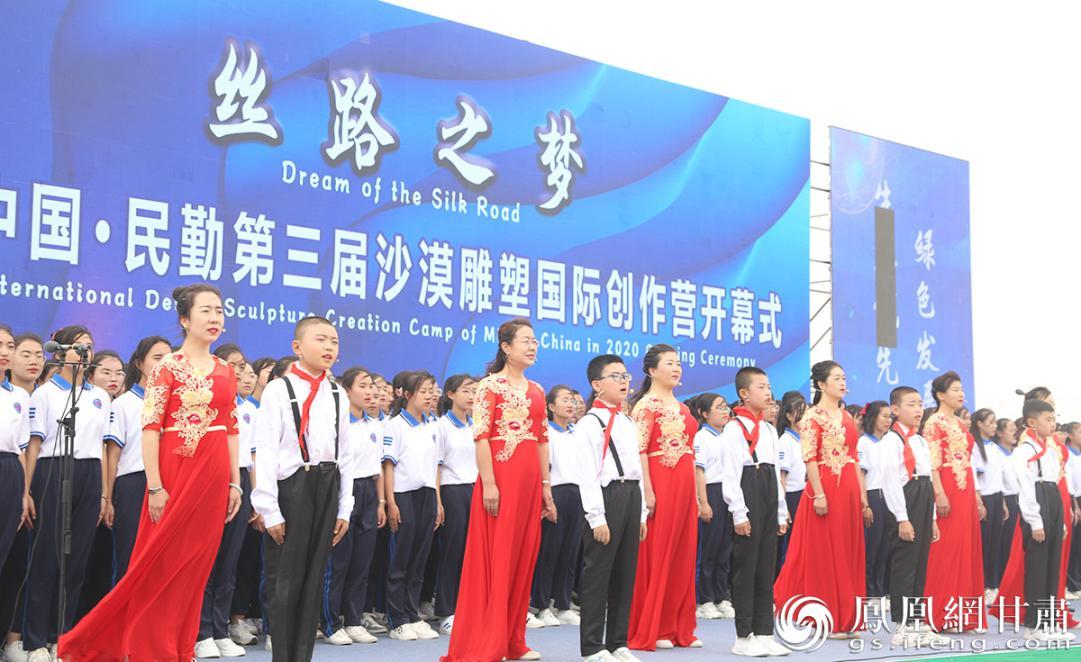 中国·民勤第三届沙漠雕塑国际创作营开幕式现场 南永涛 摄