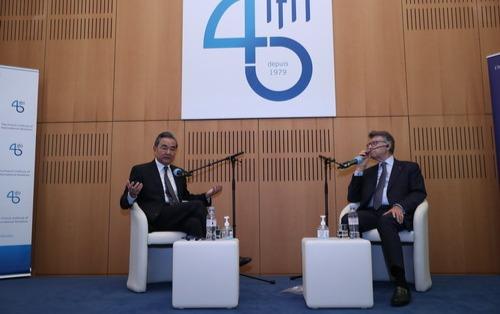 【亚洲天堂统计】_王毅在法国演讲呼吁:中欧应共同反对本国优先的行为