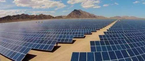 """多個沙漠發電站項目的成功應用和實際效果驗證了光伏發電改變沙漠的可行性。未來,我國光伏企業也會努力創新,致力于為荒漠帶來無限生機。為全球光伏市場提供一站式智匯光伏解決方案的展宇光伏在各方向精細發展,以全球化視野、開放性思維、創新精神統領全局,堅持""""多元化、品牌化、國際化""""的發展戰略,以""""感受新世界""""為使命,致力于引領全球能源行業的智匯變革,為國家、為世界綠色能源道路貢獻自己的力量。"""