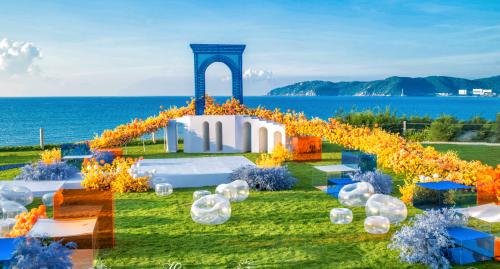 图为:2020中国婚礼行业高峰论坛上展出的年度优秀婚礼策划作品