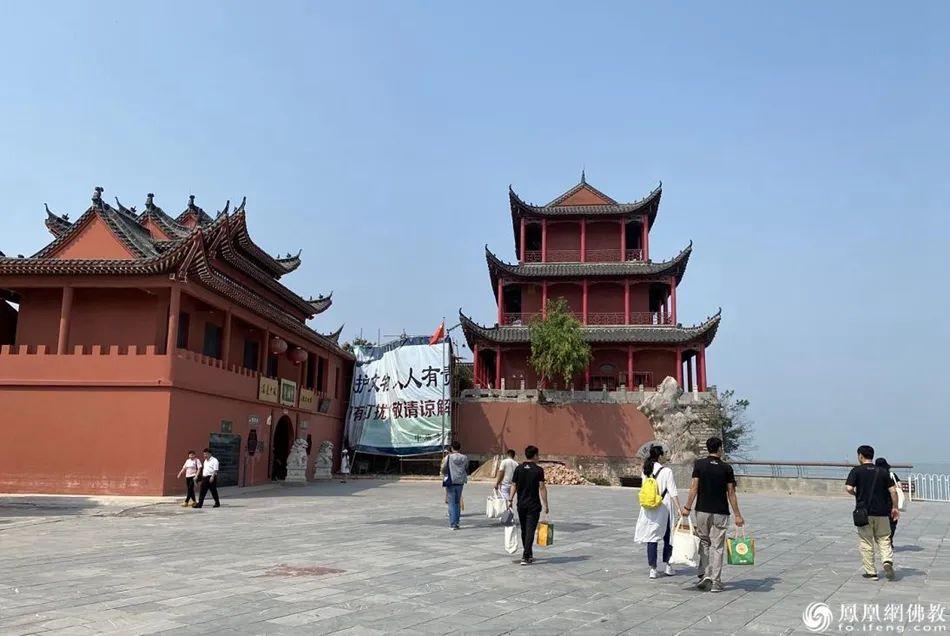 慧海公益工作团队抵达中庙寺