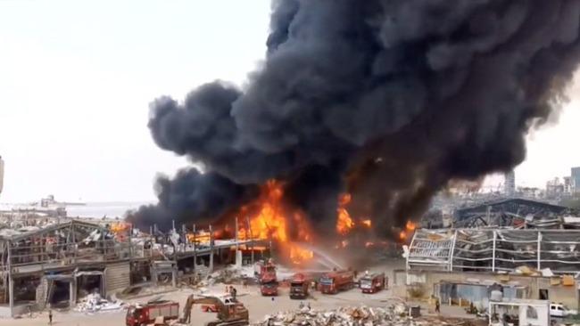 黎巴嫩贝鲁特港发生大火 原因不明