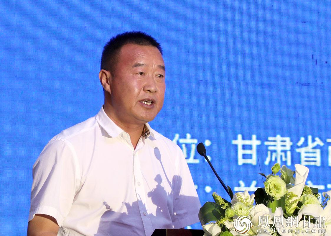 商投集团党委书记、董事长巨宝庆在展销会开幕式上致辞 胡艳 摄