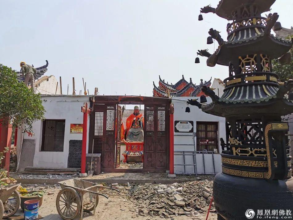 因为7月连降暴雨,中庙寺的伽蓝殿损毁严重