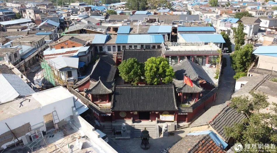 夹在村子中的吴山寺,占地约700平方米,建筑面积仅369平方米