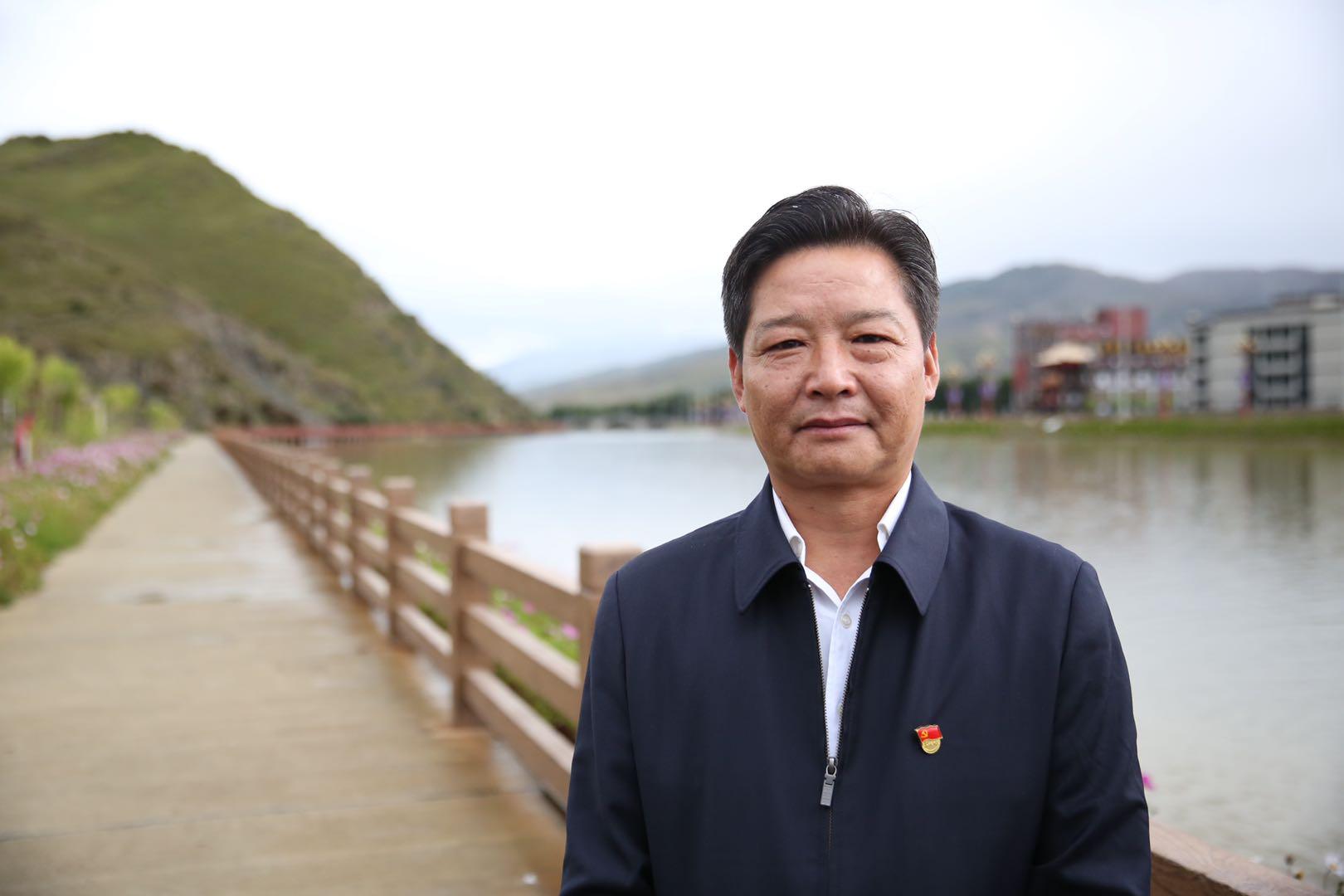 中共稻城县委书记曾关和