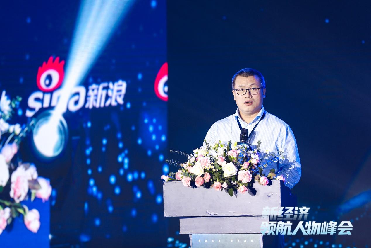 图片为新浪高档副总裁邓庆旭