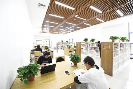 图书馆24小时阅览室